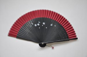 〈婦人用絹扇子〉短地扇子 / 桜柄 えんじ色