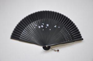 〈婦人用絹扇子〉短地扇子 / 桜柄 黒色