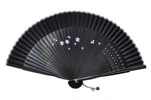〈婦人用〉短地絹扇子 / 桜柄 黒色