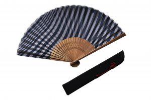 〈紳士用〉ハンカチ扇子(刷毛目柄紺色)、扇子袋(黒色)セット