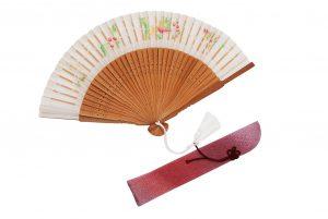 〈婦人用〉切り絵絹短地扇子(葡萄柄白色)、扇子袋(ピンク色)セット